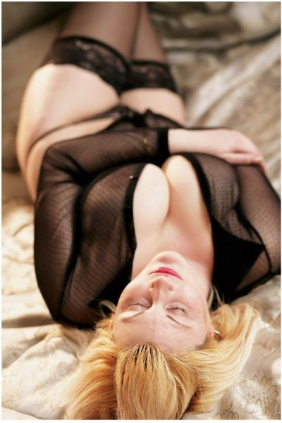 Blonde hele grote borsten dame Diane